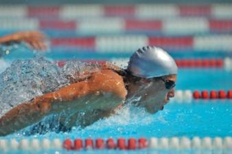 Elite-athlete-swimming